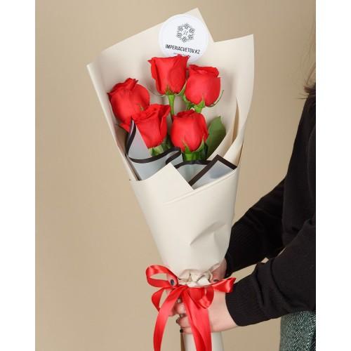 Купить на заказ Букет из 5 красных роз с доставкой в Шемонаихе