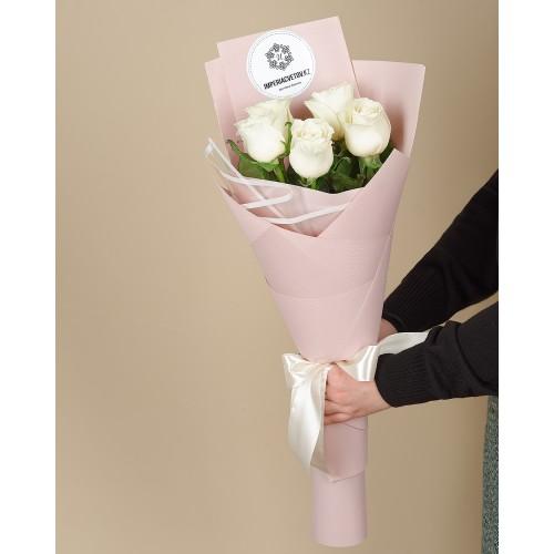 Купить на заказ Букет из 5 белых роз с доставкой в Шемонаихе