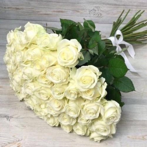 Купить на заказ Букет из 51 белой розы с доставкой в Шемонаихе