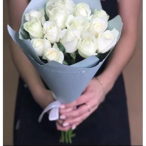 Купить на заказ 15 белых роз с доставкой в Шемонаихе